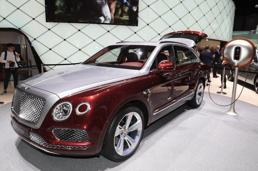 Bentley đã tận dụng tài năng của Philippe Starck để thiết kế bộ sạc cho Bentayga Hybrid - Hình 6