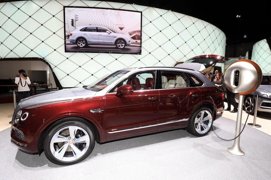 Bentley đã tận dụng tài năng của Philippe Starck để thiết kế bộ sạc cho Bentayga Hybrid - Hình 7