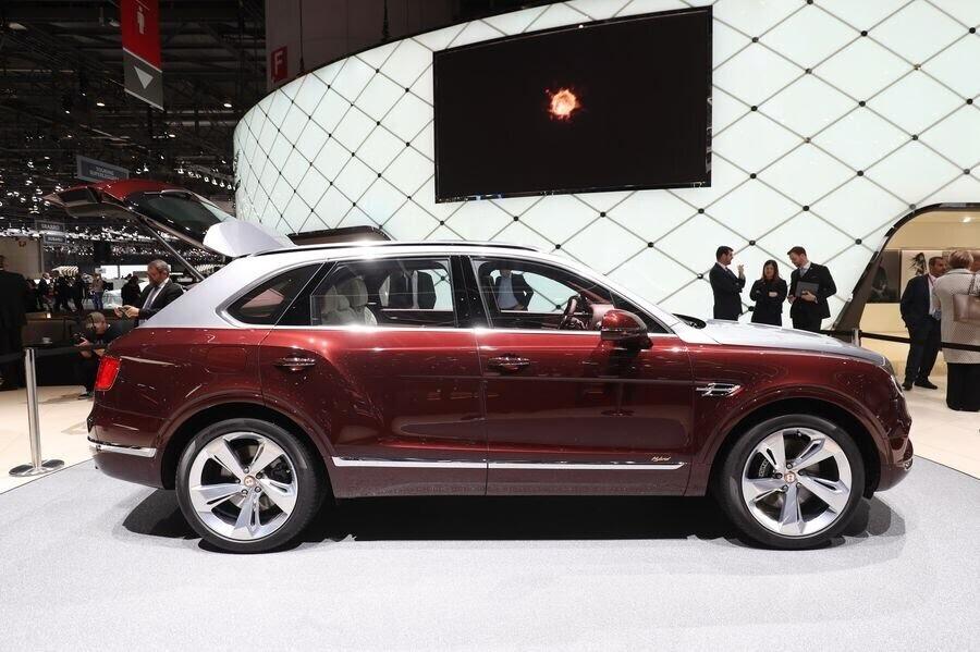 Bentley đã tận dụng tài năng của Philippe Starck để thiết kế bộ sạc cho Bentayga Hybrid - Hình 11