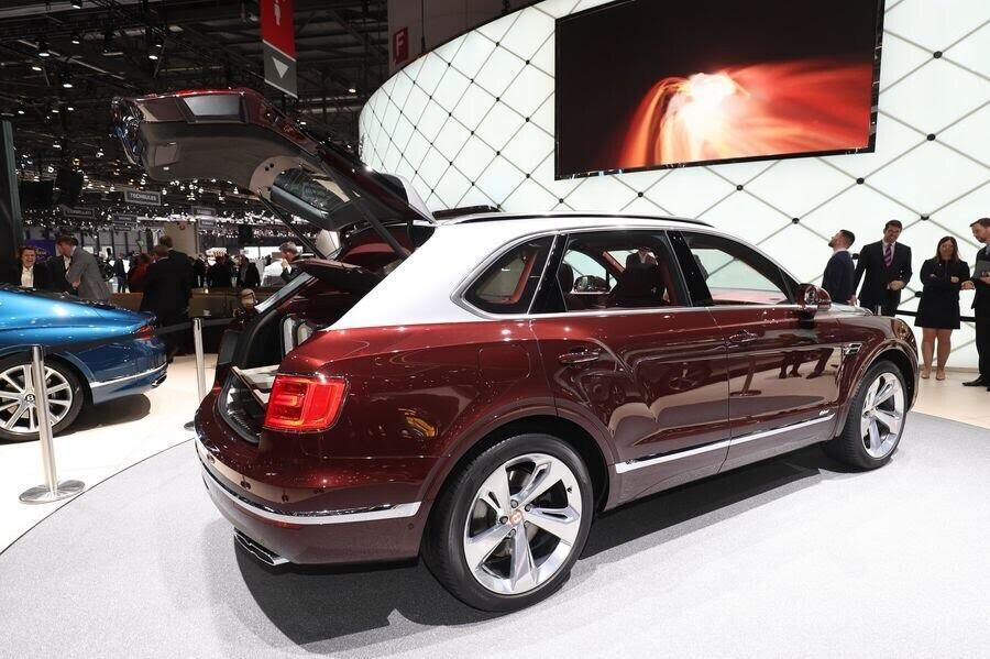 Bentley đã tận dụng tài năng của Philippe Starck để thiết kế bộ sạc cho Bentayga Hybrid - Hình 12