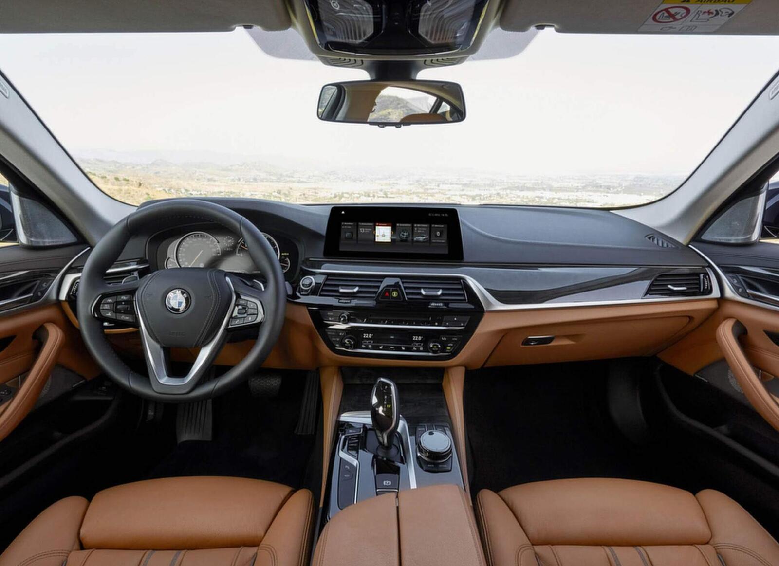 BMW 5 Series thế hệ hoàn toàn mới xuất hiện tại Hà Nội - Hình 3