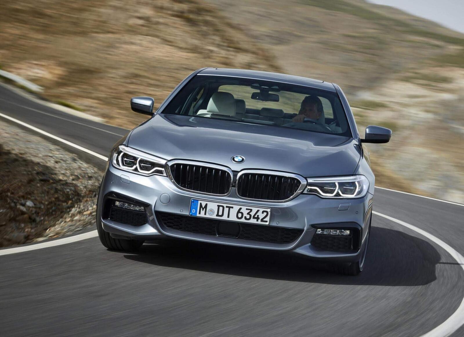 BMW 5 Series thế hệ hoàn toàn mới xuất hiện tại Hà Nội - Hình 4