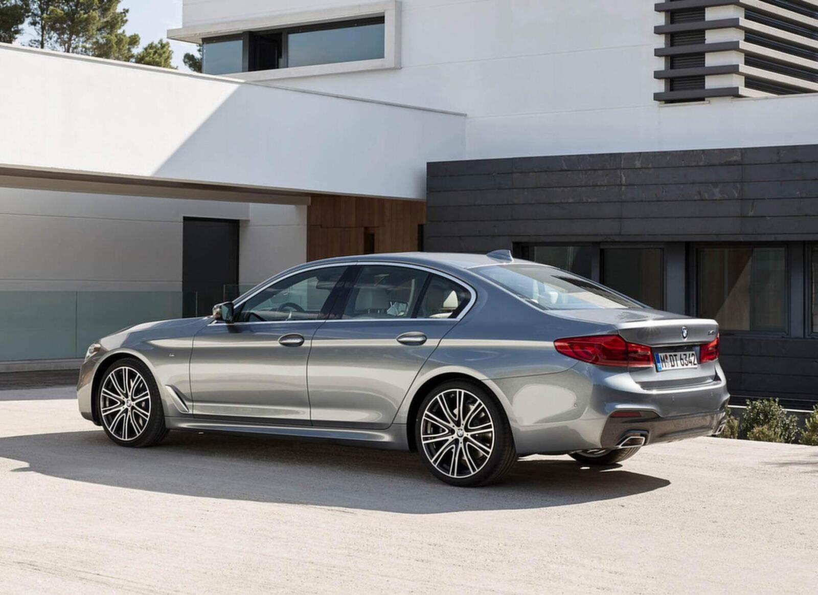 BMW 5 Series thế hệ hoàn toàn mới xuất hiện tại Hà Nội - Hình 9