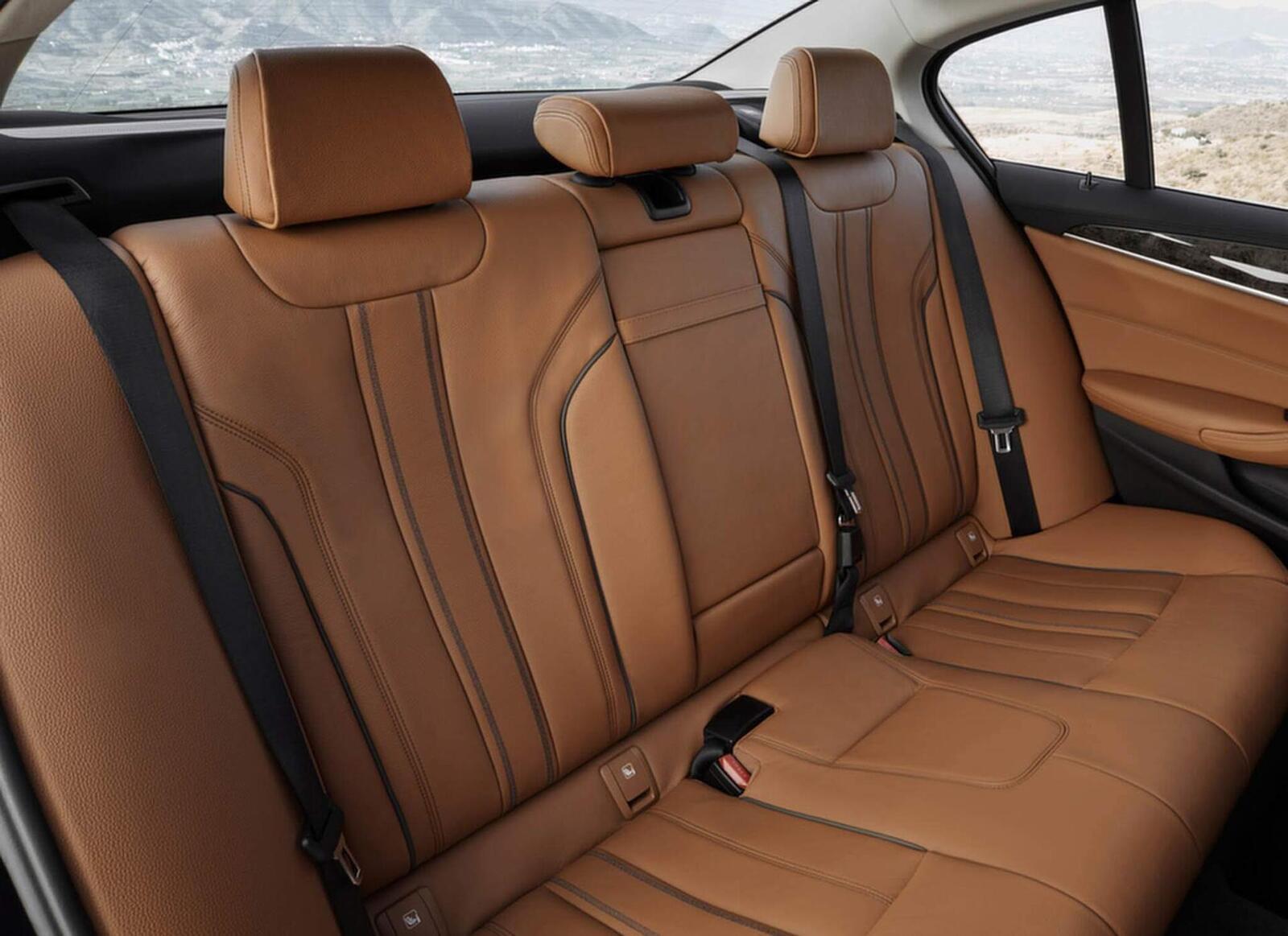 BMW 5 Series thế hệ hoàn toàn mới xuất hiện tại Hà Nội - Hình 14