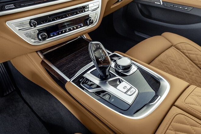 bmw-7-series-2020-chot-gia-re-hon-mercedes-benz-s-class-5.jpg