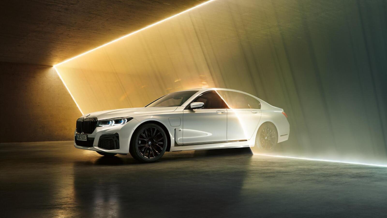 BMW giới thiệu 7 Series PHEV 2020 mới; lắp động cơ 3.0L mới thay chế cho 2.0L cũ - Hình 1