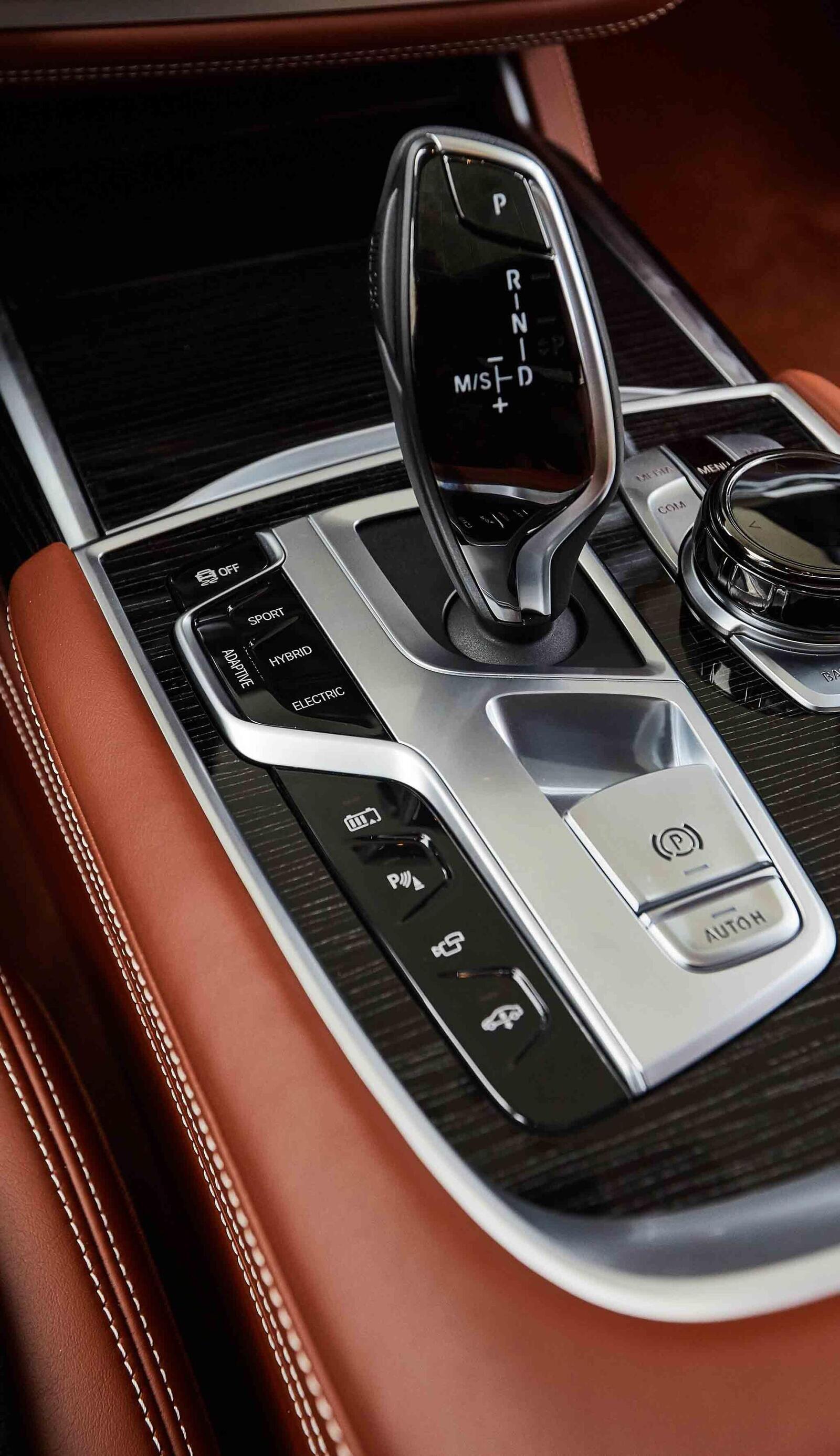 BMW giới thiệu 7 Series PHEV 2020 mới; lắp động cơ 3.0L mới thay chế cho 2.0L cũ - Hình 11