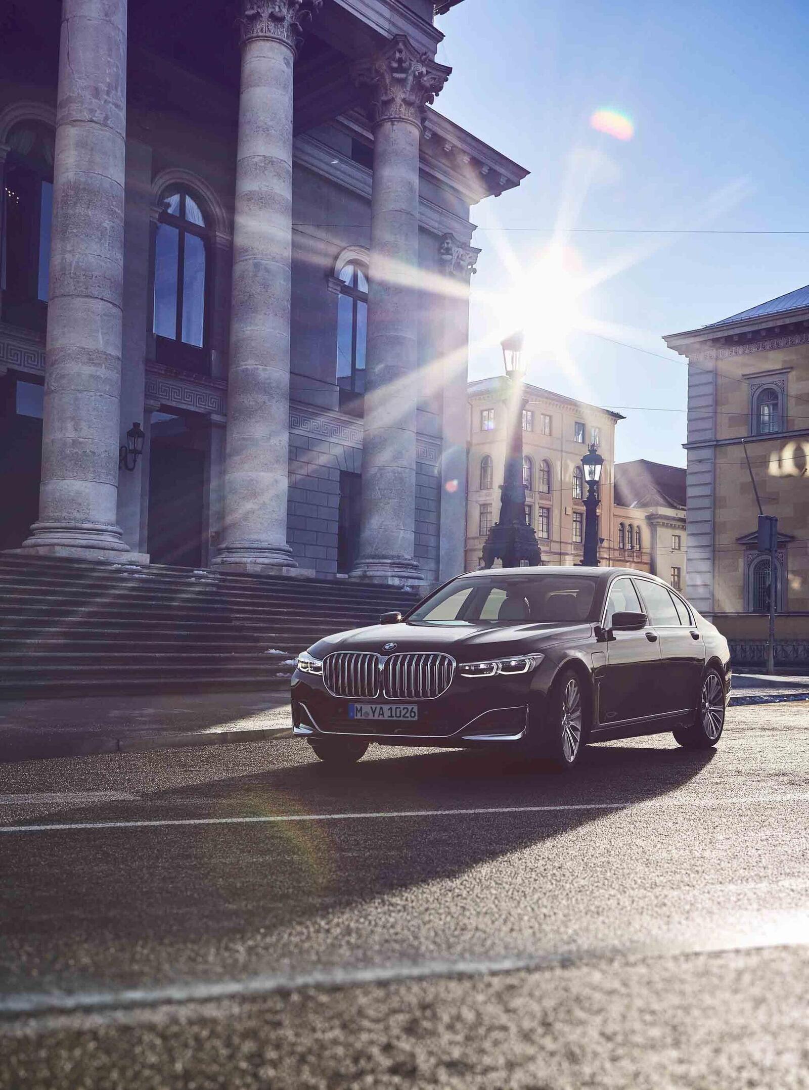 BMW giới thiệu 7 Series PHEV 2020 mới; lắp động cơ 3.0L mới thay chế cho 2.0L cũ - Hình 13