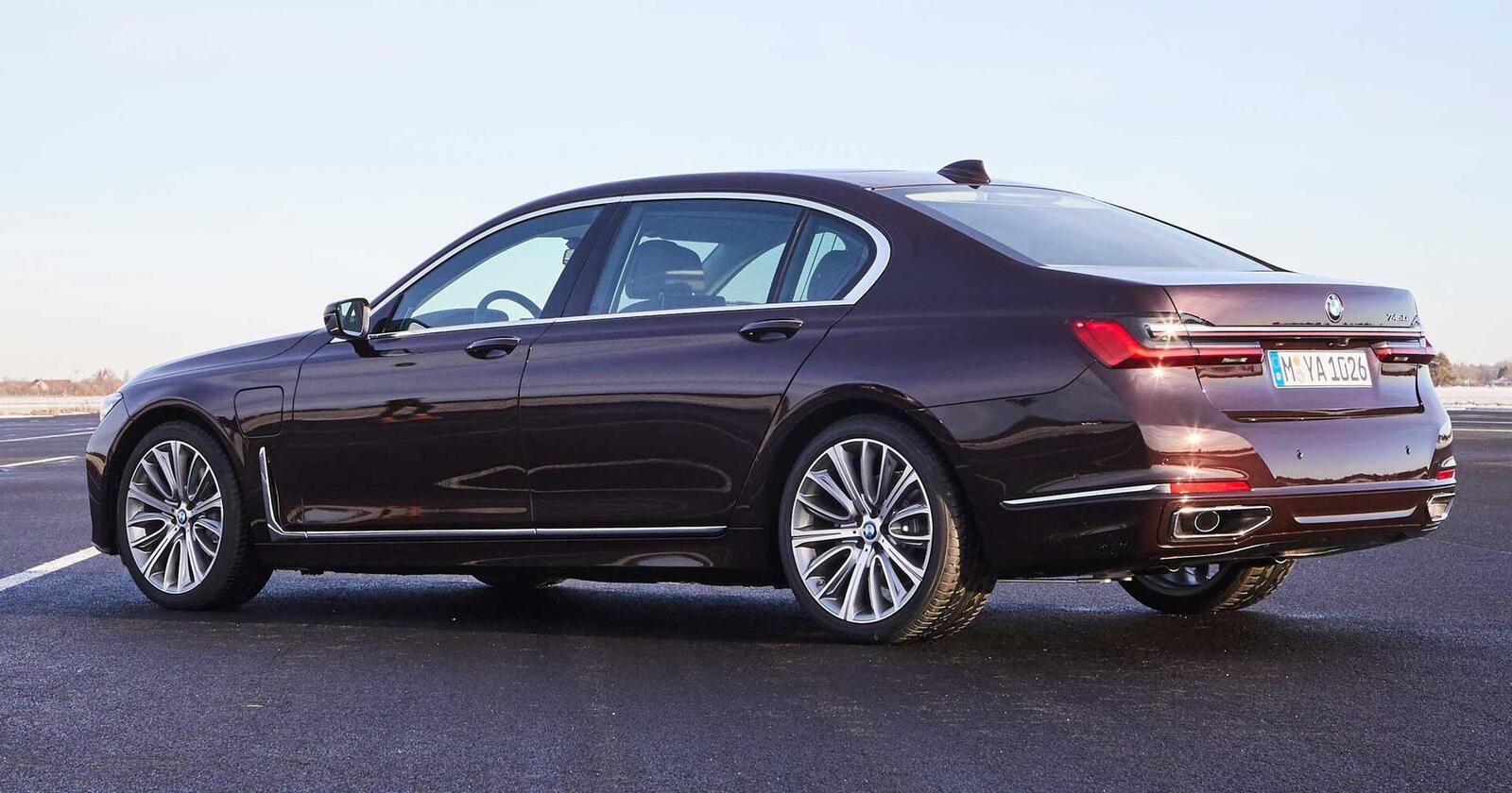 BMW giới thiệu 7 Series PHEV 2020 mới; lắp động cơ 3.0L mới thay chế cho 2.0L cũ - Hình 14