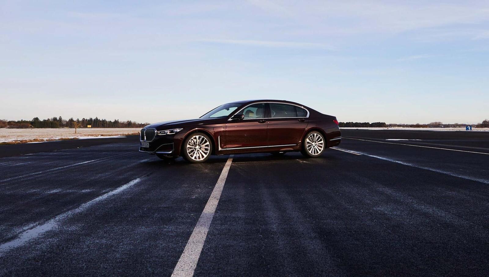 BMW giới thiệu 7 Series PHEV 2020 mới; lắp động cơ 3.0L mới thay chế cho 2.0L cũ - Hình 15