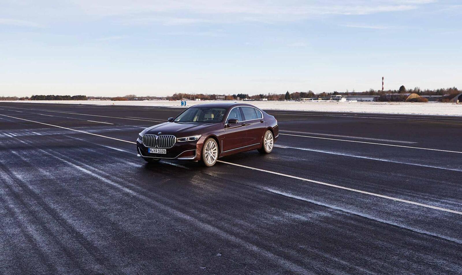 BMW giới thiệu 7 Series PHEV 2020 mới; lắp động cơ 3.0L mới thay chế cho 2.0L cũ - Hình 16