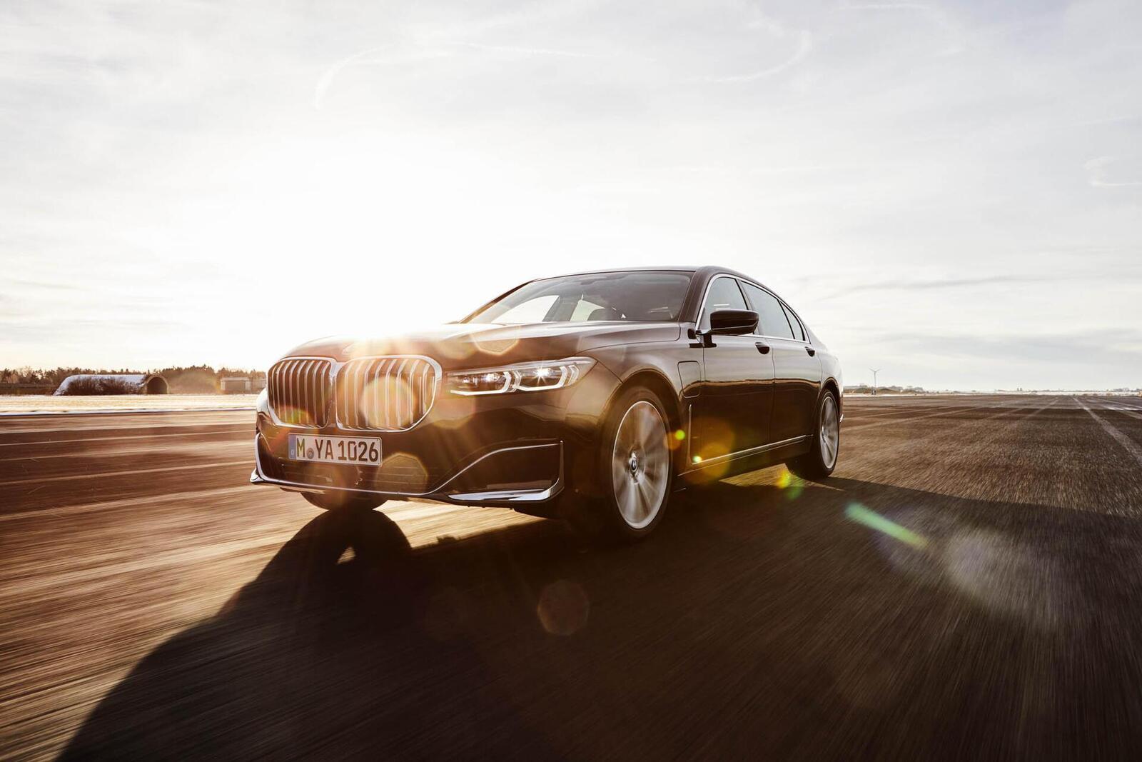 BMW giới thiệu 7 Series PHEV 2020 mới; lắp động cơ 3.0L mới thay chế cho 2.0L cũ - Hình 18