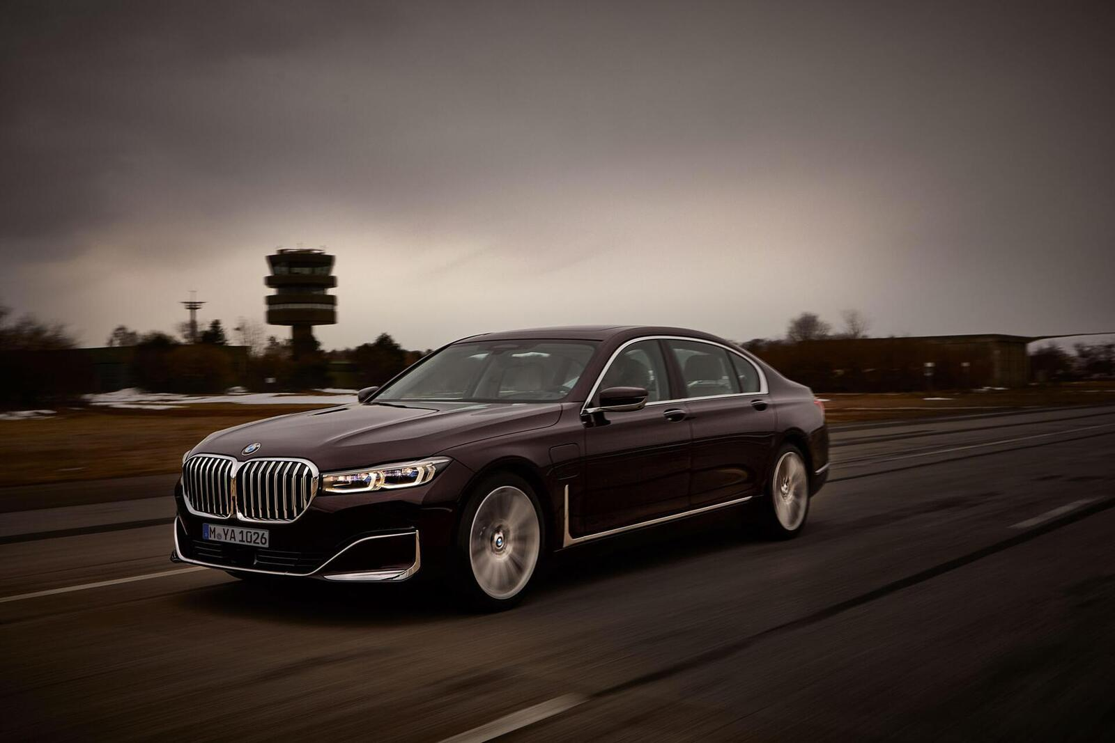 BMW giới thiệu 7 Series PHEV 2020 mới; lắp động cơ 3.0L mới thay chế cho 2.0L cũ - Hình 20