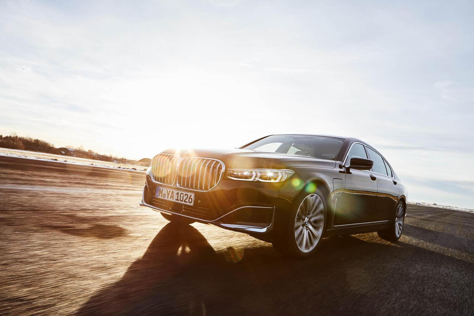 BMW giới thiệu 7 Series PHEV 2020 mới; lắp động cơ 3.0L mới thay chế cho 2.0L cũ - Hình 3