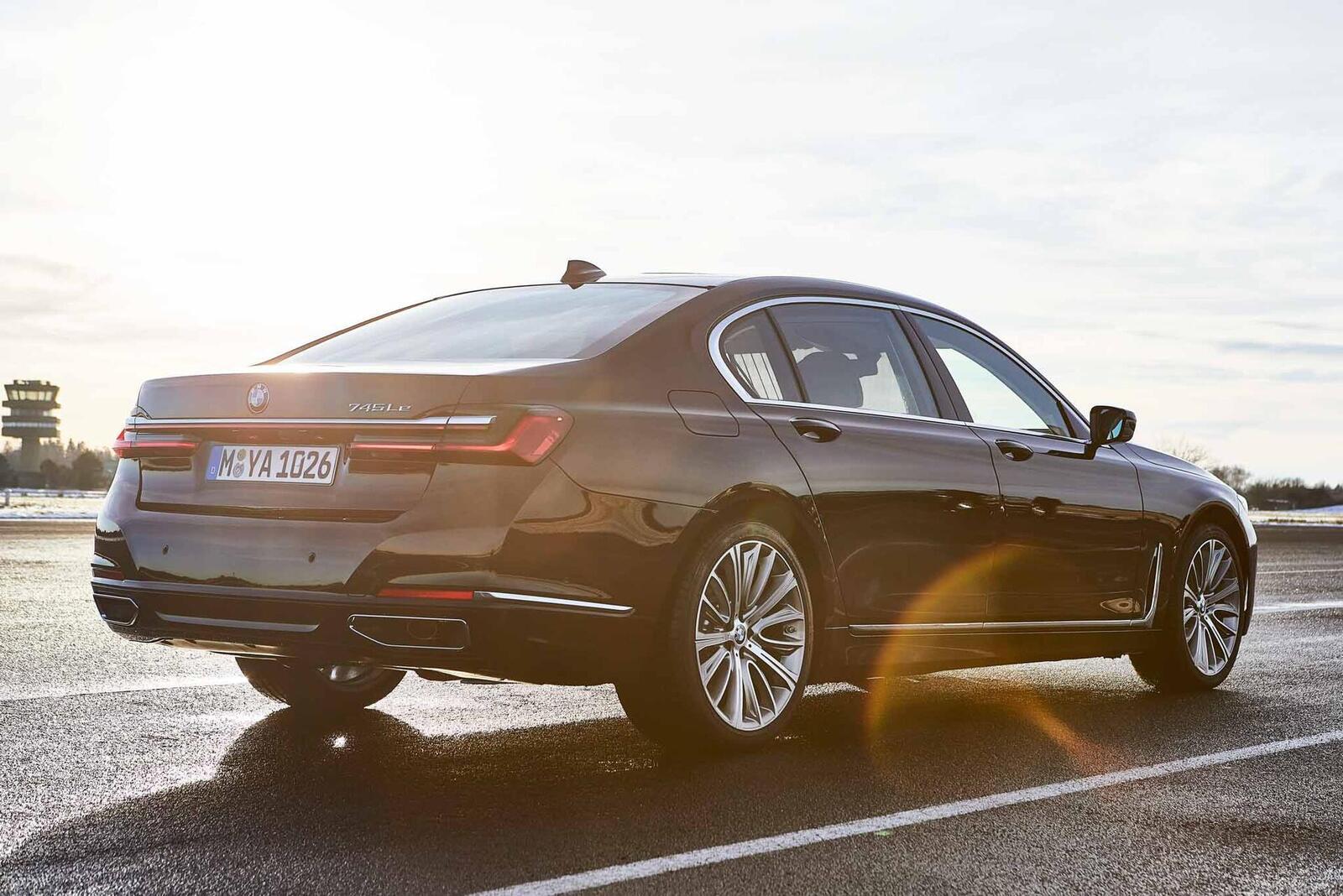 BMW giới thiệu 7 Series PHEV 2020 mới; lắp động cơ 3.0L mới thay chế cho 2.0L cũ - Hình 4