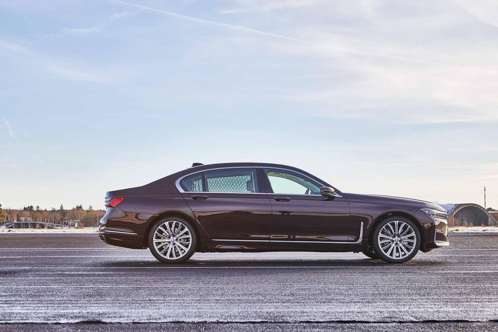 BMW giới thiệu 7 Series PHEV 2020 mới; lắp động cơ 3.0L mới thay chế cho 2.0L cũ - Hình 5