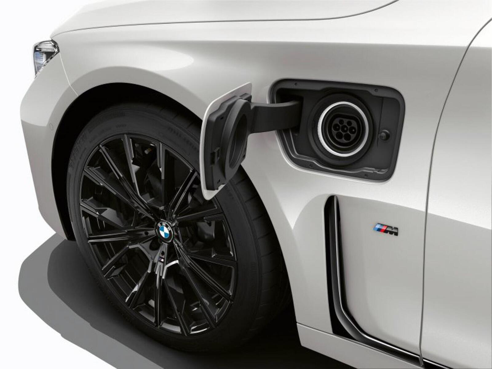 BMW giới thiệu 7 Series PHEV 2020 mới; lắp động cơ 3.0L mới thay chế cho 2.0L cũ - Hình 6