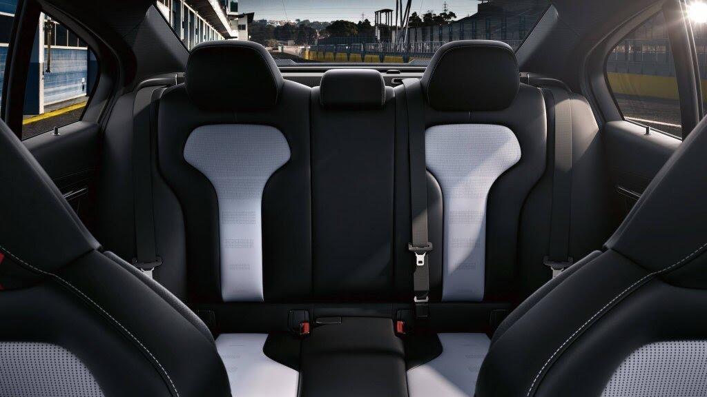 BMW giới thiệu M3 CS: Mạnh hơn, nhẹ hơn, chỉ 1200 xe được sản xuất - Hình 13