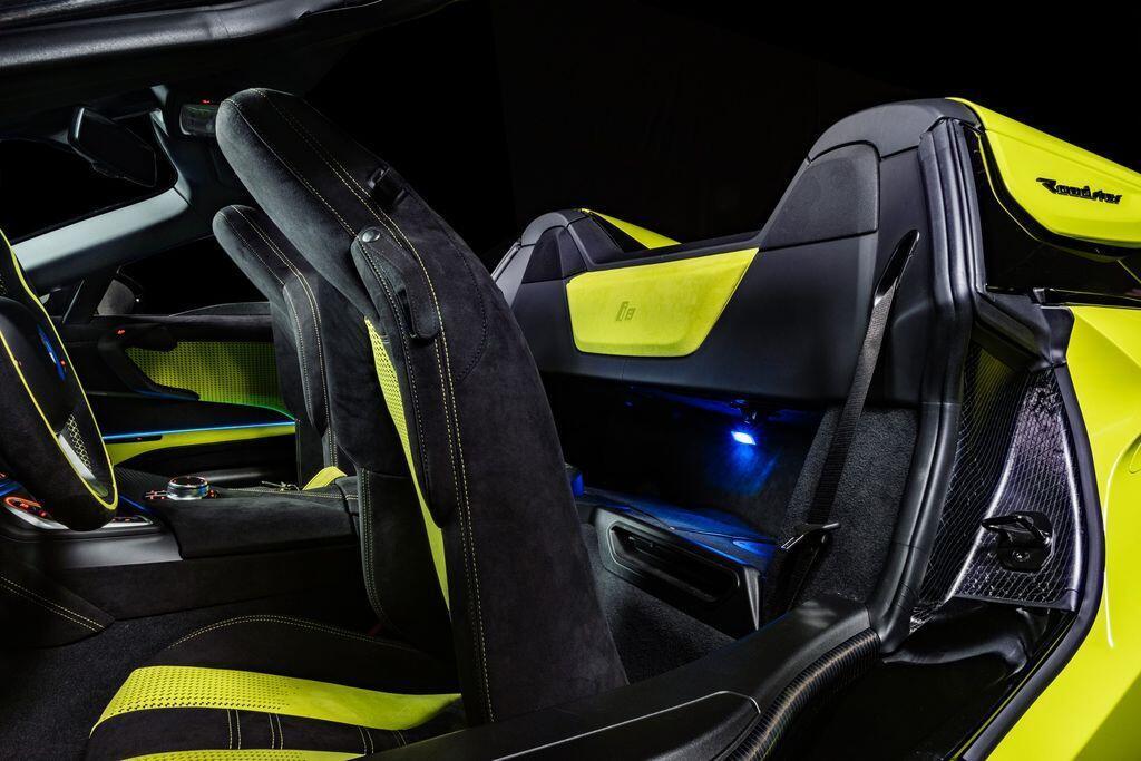 bmw-i8-roadster-limelight-edition-doc-ban-cho-nguoi-yeu-mau-xanh