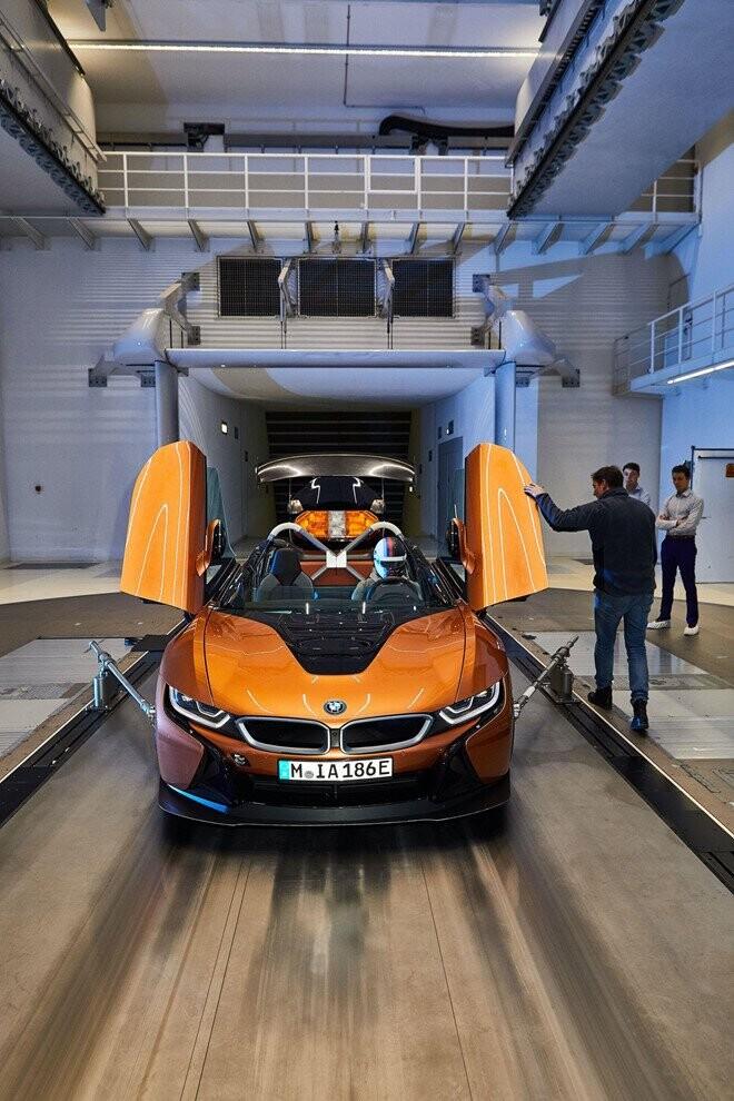 bmw-i8-roadster-lot-xac-thanh-safety-car-tai-giai-dua-formula-e-2.jpg