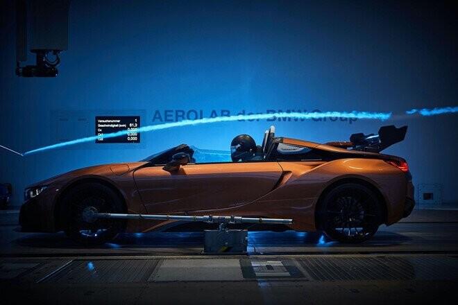 bmw-i8-roadster-lot-xac-thanh-safety-car-tai-giai-dua-formula-e-3.jpg
