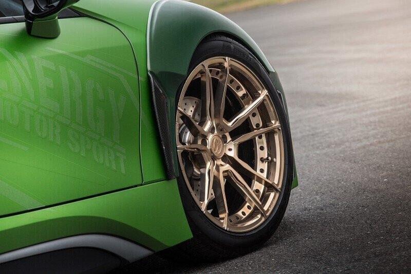 bmw-i8-roadster-lot-xac-voi-dan-ao-xanh-nham-4.jpg