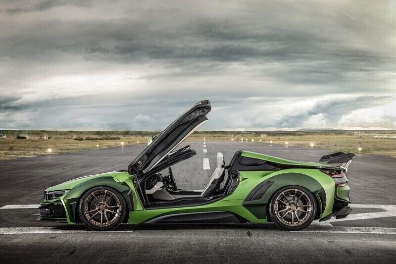 bmw-i8-roadster-lot-xac-voi-dan-ao-xanh-nham-5.jpg