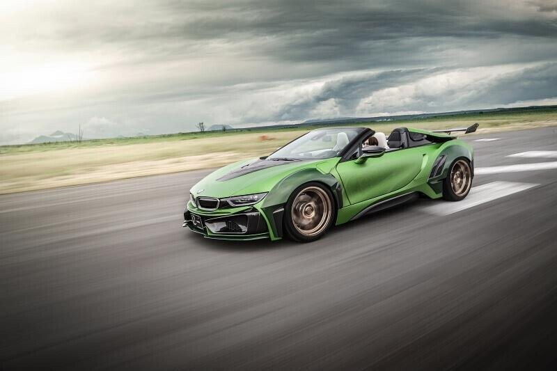 bmw-i8-roadster-lot-xac-voi-dan-ao-xanh-nham-7.jpg
