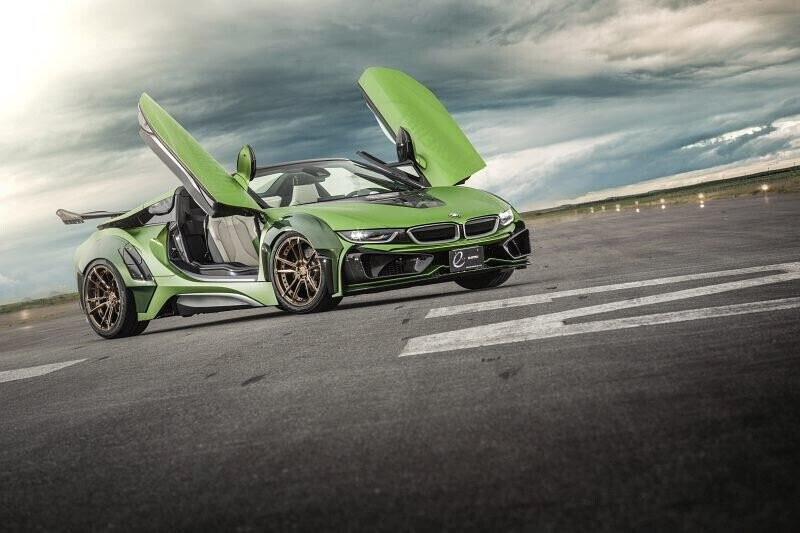 bmw-i8-roadster-lot-xac-voi-dan-ao-xanh-nham-8.jpg