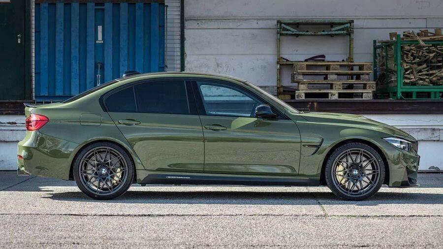 BMW M3 lạ lẫm với áo choàng Urban Green từ BMW Individual - Hình 1