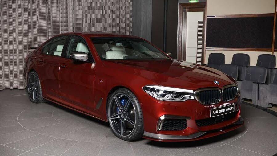 BMW M550i bắt mắt với ngoại thất Aventurine Red đỏ rực - Hình 1