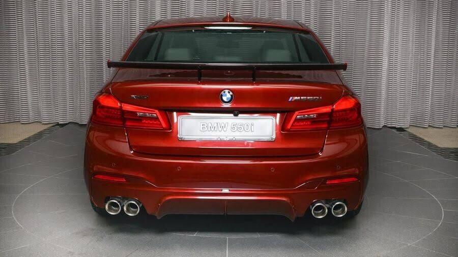 BMW M550i bắt mắt với ngoại thất Aventurine Red đỏ rực - Hình 4