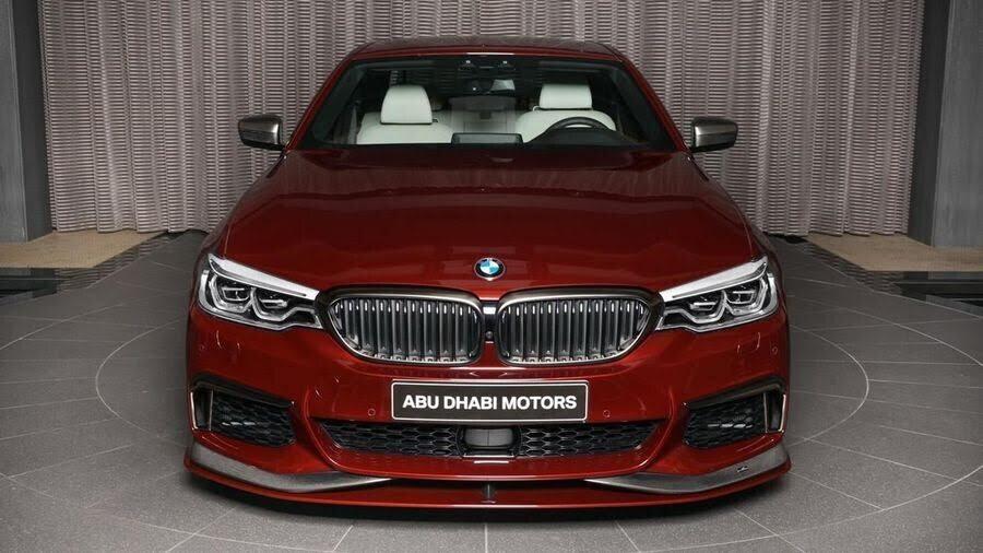 BMW M550i bắt mắt với ngoại thất Aventurine Red đỏ rực - Hình 5