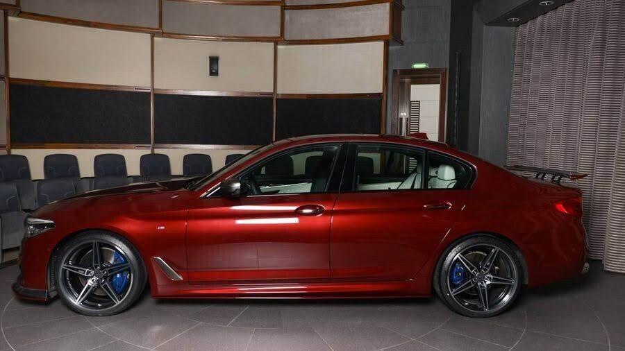 BMW M550i bắt mắt với ngoại thất Aventurine Red đỏ rực - Hình 6