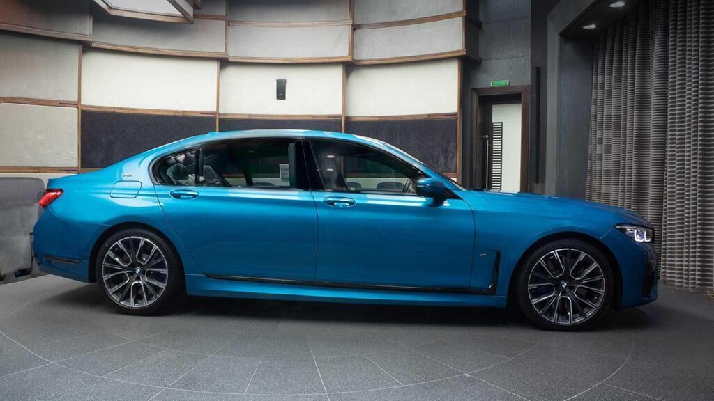 bmw-m760li-2020-mau-xanh-dac-biet-tai-uae-gia-200000-usd-3.jpg