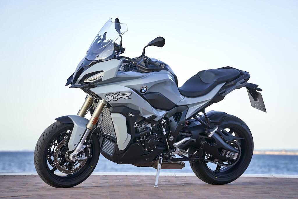 bmw-s1000xr-2020-dau-tien-cap-ben-dna-gia-tu-28-350-usd
