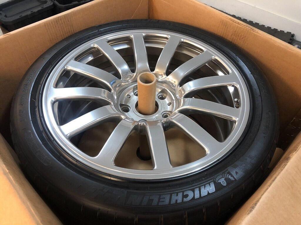 Bộ bánh mâm cũ của Bugatti Veyron có giá đắt hơn cả một chiếc Porsche 911 - Hình 9