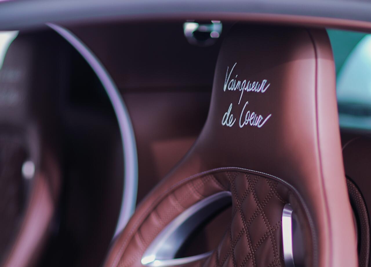 bugatti-chiron-co-1-khong-2-tren-the-gioi-dang-duoc-chao-ban-o-a-rap-xeut-11.jpg
