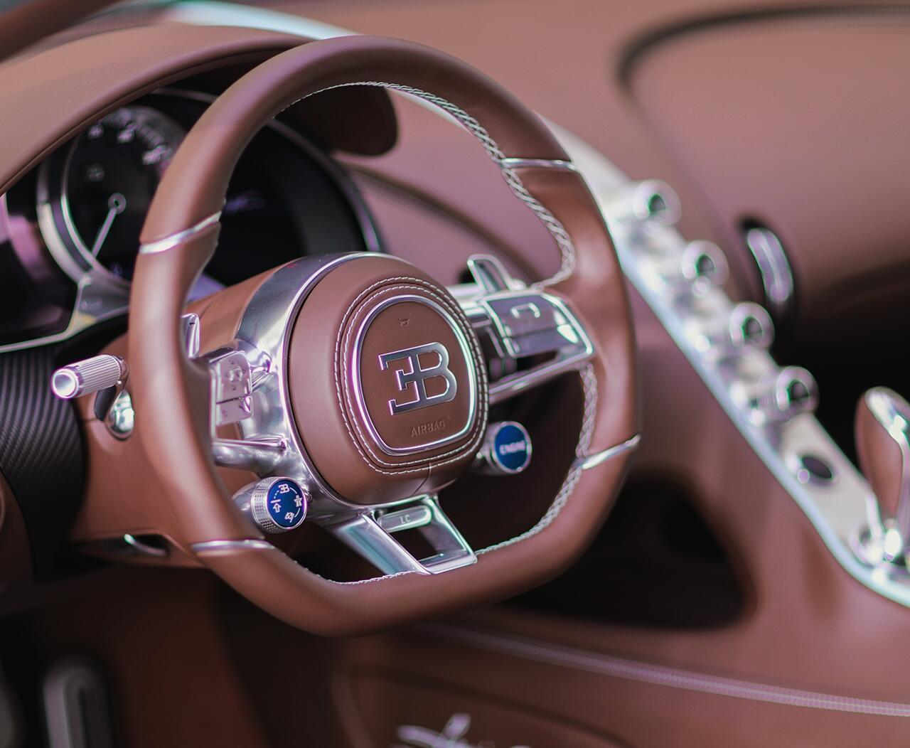 bugatti-chiron-co-1-khong-2-tren-the-gioi-dang-duoc-chao-ban-o-a-rap-xeut-12.jpg