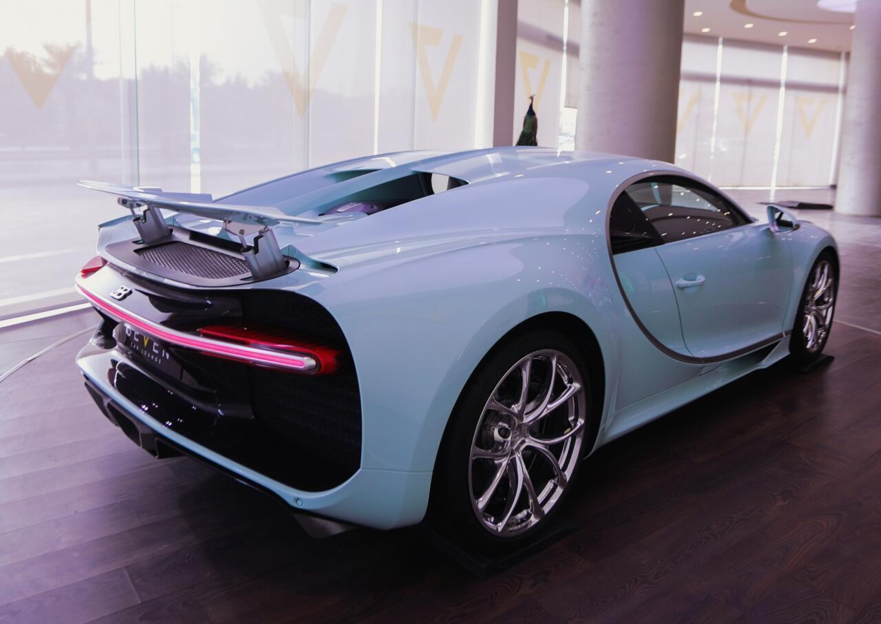 bugatti-chiron-co-1-khong-2-tren-the-gioi-dang-duoc-chao-ban-o-a-rap-xeut-8.jpg