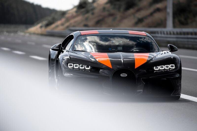 bugatti-co-the-se-che-tao-mot-chiec-chiron-roadster-doc-nhat-vo-nhi-tren-the-gioi