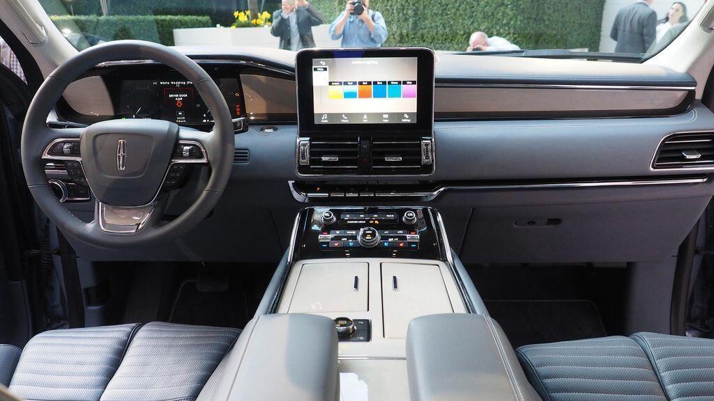 Các chuyên gia Consumer Reports nói gì về Lincoln Navigator mới nhất? - Hình 2