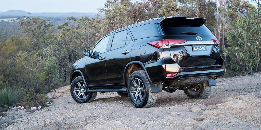 Các phiên bản Toyota Fortuner 2018 đồng loạt giảm giá - Hình 1