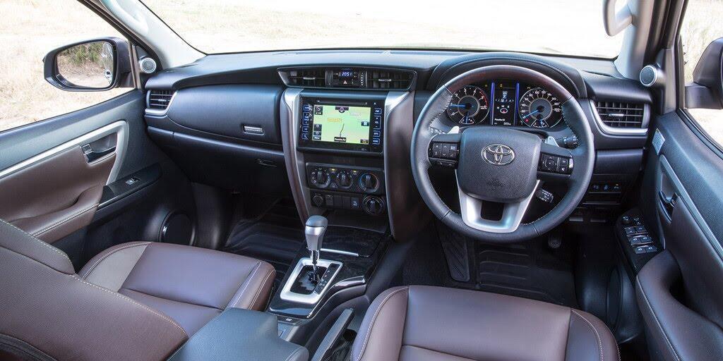 Các phiên bản Toyota Fortuner 2018 đồng loạt giảm giá - Hình 2