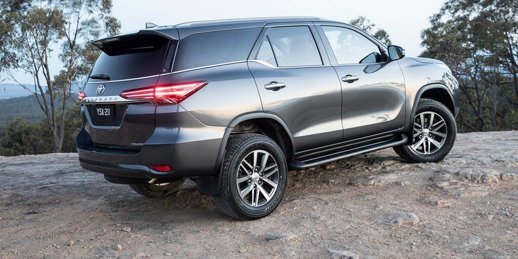 Các phiên bản Toyota Fortuner 2018 đồng loạt giảm giá - Hình 3