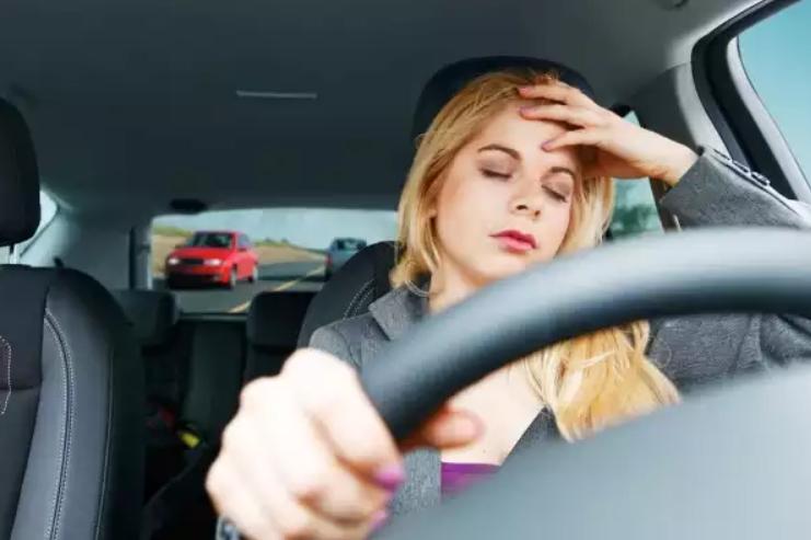 Cẩn thận khi lái xe bị buồn ngủ