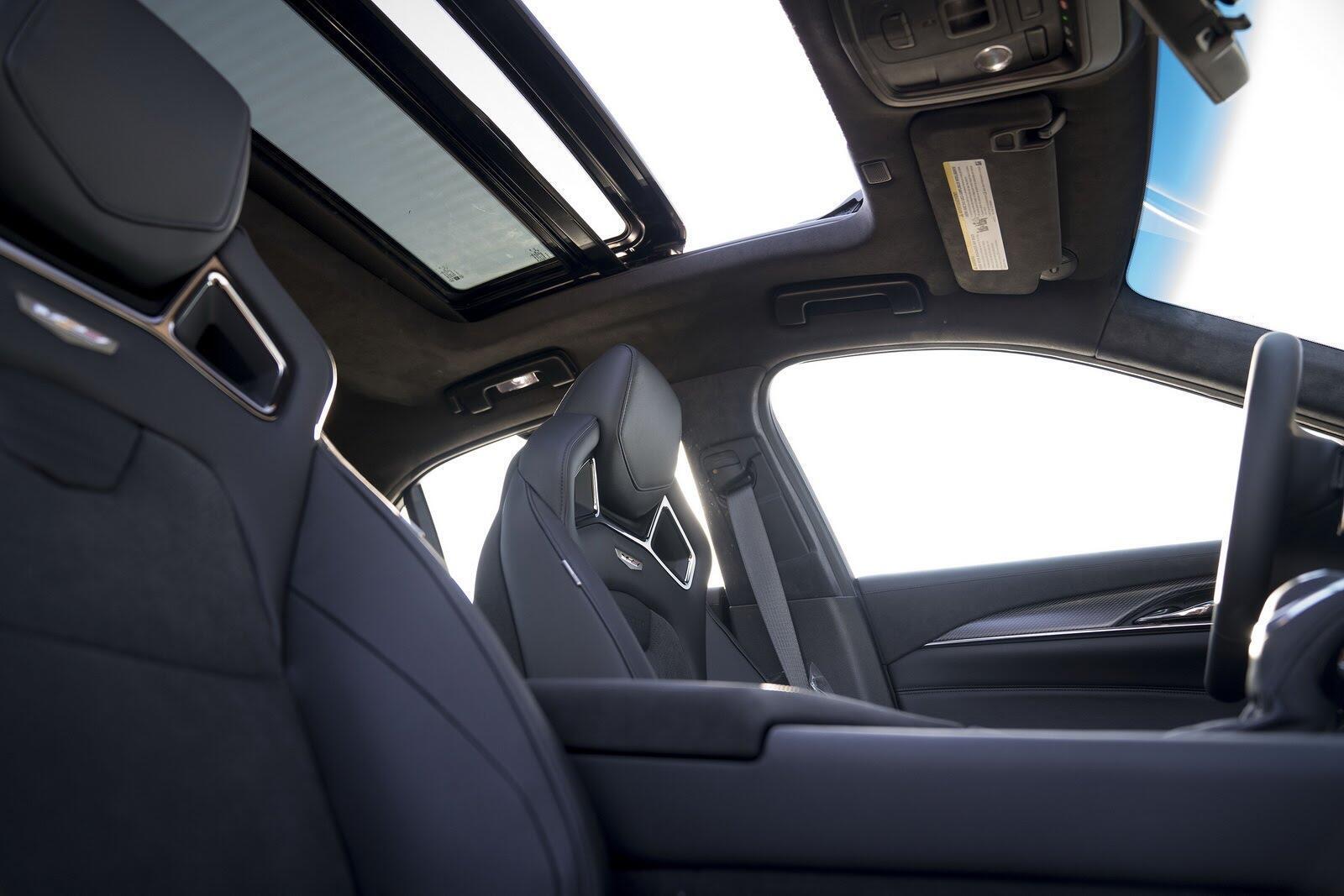 Cadillac giới thiệu CTS-V phiên bản kỷ niệm 115 năm - Hình 2