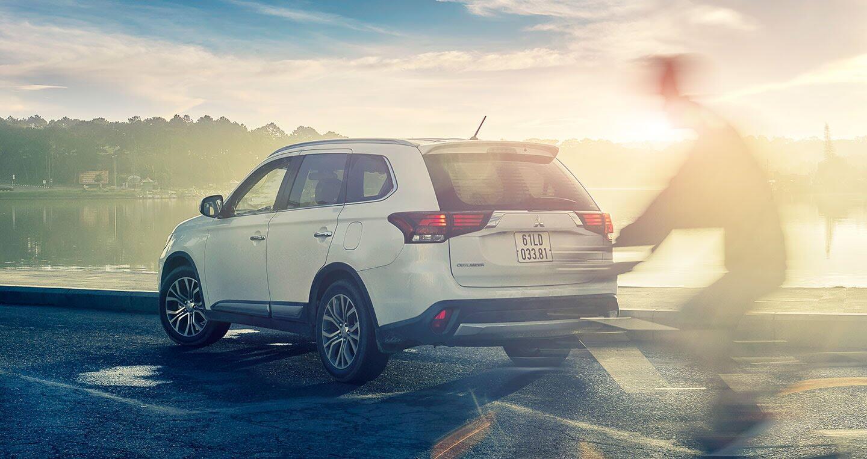 """Cầm lái Mitsubishi Outlander """"từ phố lên rừng"""" (P.1) - Hình 1"""