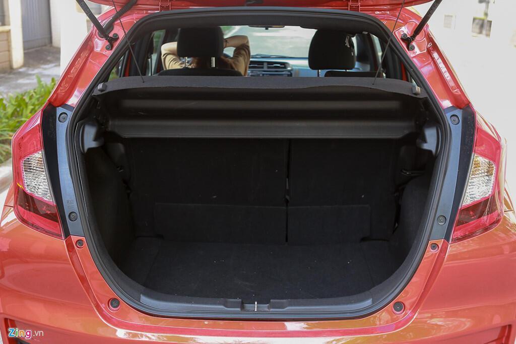 Cảm nhận Honda Jazz: Xe nhập nhỏ gọn cho phụ nữ - Hình 10