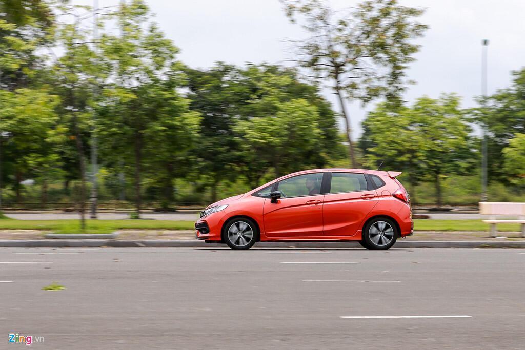 Cảm nhận Honda Jazz: Xe nhập nhỏ gọn cho phụ nữ - Hình 4